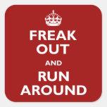 Freak hacia fuera y corra alrededor pegatinas cuadradases