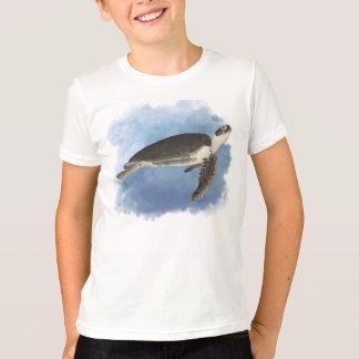 Fred la tortuga de mar amistosa embroma la camisa