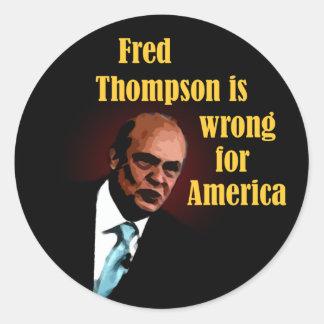 Fred Thompson es incorrecto para América Pegatina Redonda