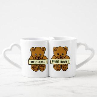Free Hugs Teddy couple's mugs