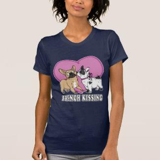 French (bulldog) Kissing T-Shirt