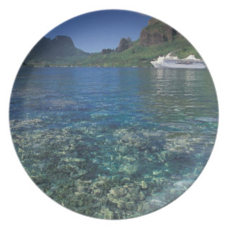 French Polynesia, Moorea. Cooks Bay. Cruise ship Dinner Plate