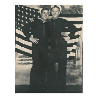 frente de 2 marineros de la postal de la bandera