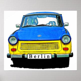 Frente trabante del coche, azul y amarillo, Berlín Póster