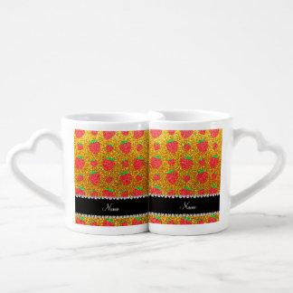 Fresa amarilla conocida personalizada del brillo taza amorosa