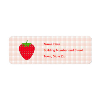 Fresa roja en control de la guinga etiqueta de remitente