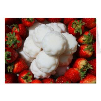 Fresas con las galletas de Marshmellow que saludan Tarjeta De Felicitación