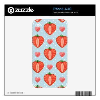Fresas del corazón con los lunares y los corazones skins para eliPhone 4