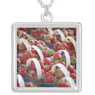 Fresas en una parada del mercado grimpolas