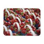 Fresas en una parada del mercado iman rectangular