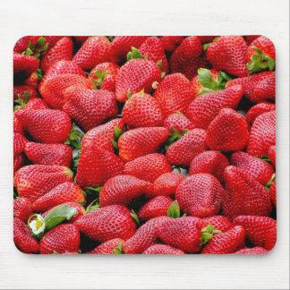 Fresas enteras deliciosas alfombrillas de ratón