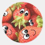 Fresas felices lindas pegatina redonda