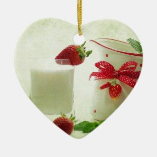 Fresas frescas en el estilo de casal adorno navideño de cerámica en forma de corazón