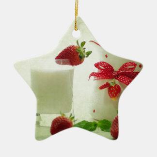 Fresas frescas en el estilo de casal adorno navideño de cerámica en forma de estrella