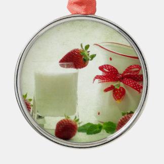Fresas frescas en el estilo de casal adorno navideño redondo de metal