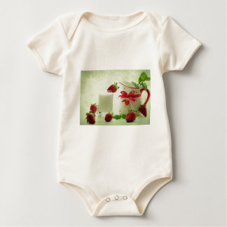 Fresas frescas en el estilo de casal body para bebé