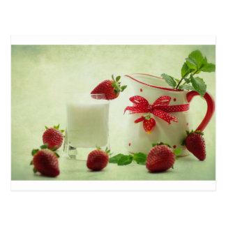 Fresas frescas en el estilo de casal postal