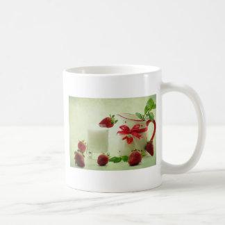 Fresas frescas en el estilo de casal taza de café