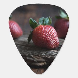 Fresas hermosas púa de guitarra