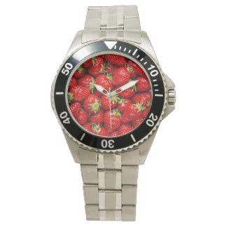 Fresas rojas frescas reloj de mano