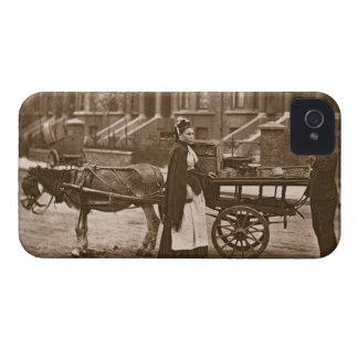 "¡""Fresas - todo maduras, todo maduro! "", 1876-78 iPhone 4 Case-Mate Coberturas"