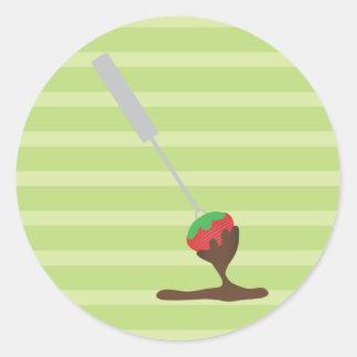 """Fresas y """"fondue"""" de chocolate pegatinas redondas"""