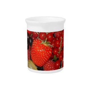 Fresas, y frutas del verano jarra de beber