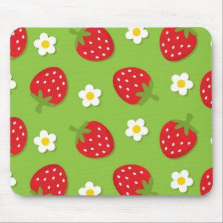 Fresas y margaritas en el verde (2) mousepads