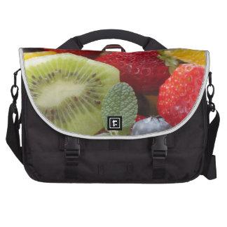 fresh fruits salad in bowl ノートパソコンメッセンジャーバッグ
