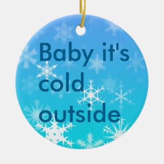 Frialdad del invierno adorno navideño redondo de cerámica