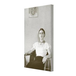 Frida Kahlo asentó con la pintura de Frida Lona Estirada Galerias