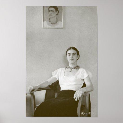 Frida Kahlo asentó con la pintura de Frida Impresiones