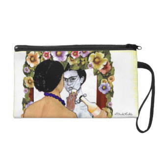 Frida Kahlo en el Espejo Portrait Wristlet