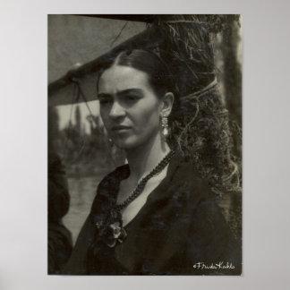 Frida Kahlo en negro Posters