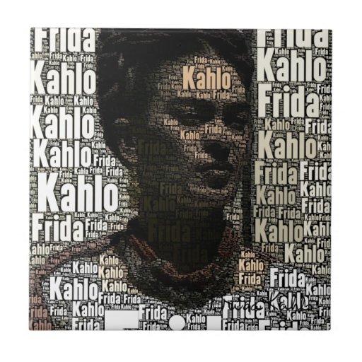 Frida Kahlo que pone letras al retrato Azulejo Cuadrado Pequeño