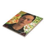 Frida Kahlo Reflejando Azulejo Cuadrado Pequeño