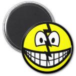 Cracked smile   fridge_magents_magnet