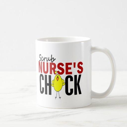 Friegue el polluelo de la enfermera taza básica blanca