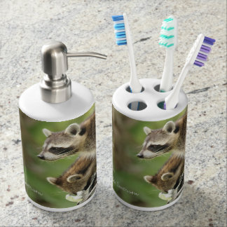 Friends & Blessings Friendship Quote Raccoons Bath Set