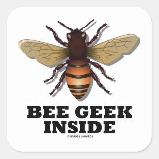 Friki de la abeja dentro calcomanías cuadradases