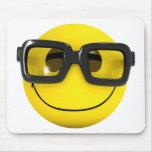 friki sonriente del empollón 3d alfombrilla de ratón