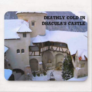 Frío mortal en el castillo de Drácula Mousepad