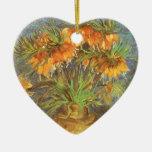 Fritillaries en un florero de cobre de Vincent van Adorno De Cerámica En Forma De Corazón