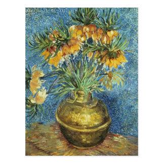 Fritillaries imperiales de corona en un florero de postales