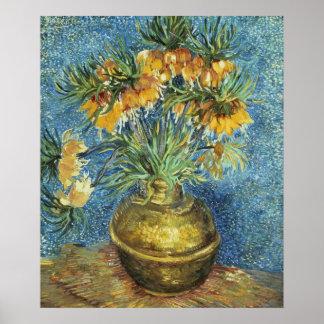Fritillaries imperiales de corona en un florero de póster