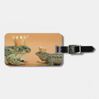 Frog and lizard wearing crowns luggage tag