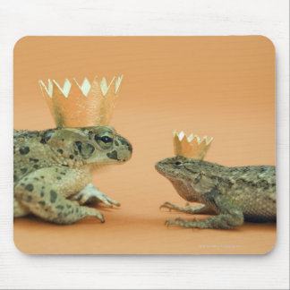 Frog and lizard wearing crowns mouse pad