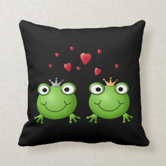 Frog Couple with hearts. Throw Pillow