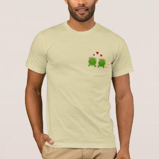Frog Princess and Frog Prince, with hearts. T-Shirt