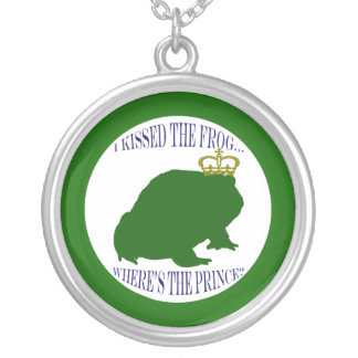 Frog with crown round pendant necklace